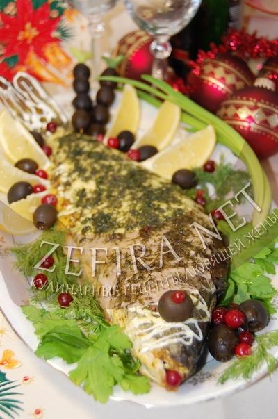 Карп целиком, запеченный в духовке под сырной корочкой - рецепт и фото