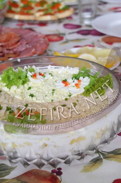 Рыбный салат из минтая с яйцами - рецепт и фото