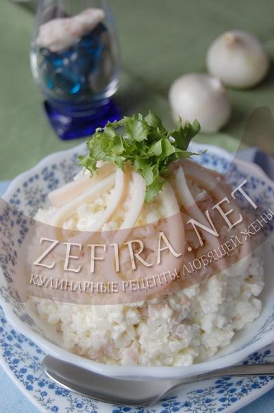 Салат из кальмаров с рисом и яйцом - рецепт и фото