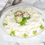 Слоеный салат с крабовыми палочками и яйцом «Нежный»