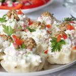 Тарталетки с салатом из курицы