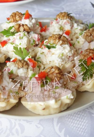 Тарталетки с салатом из курицы - рецепт и фото