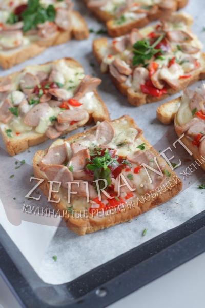 Горячие бутерброды с сосисками - рецепт и фото