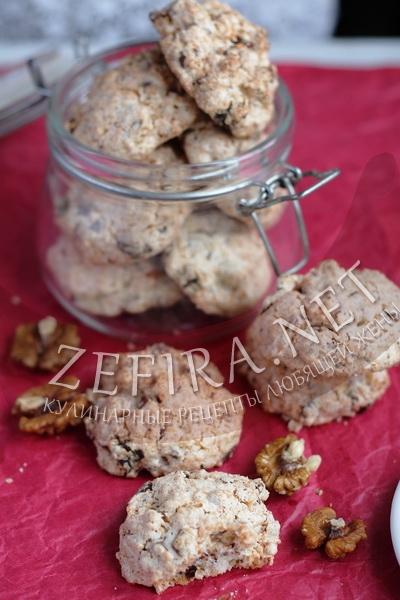 Белковое кокосовое печенье с шоколадом и орехами