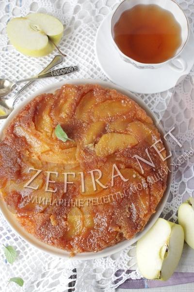 Праздничный пирог с яблоками и карамелью