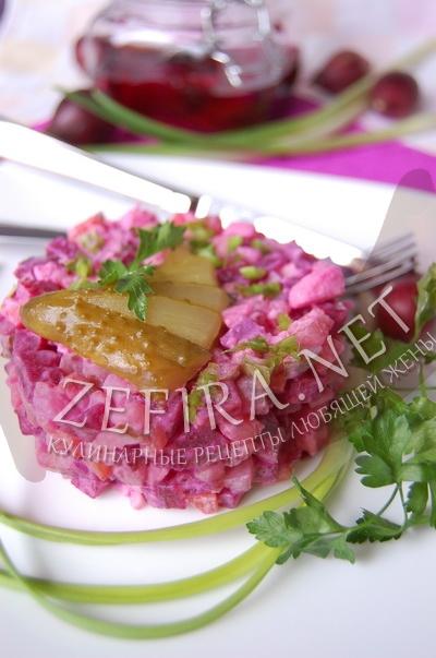 Салат из маринованной свеклы с овощами