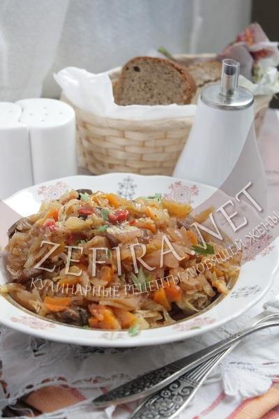 Тушеная квашеная капуста с грибами - рецепт и фото