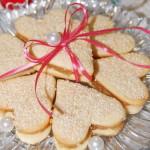 Песочное печенье с джемом в виде сердечек