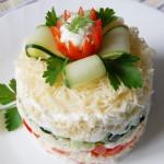 Сырный салат с крабовыми палочками