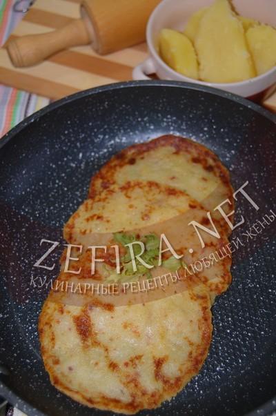 Постные картофельные лепешки на сковороде - рецепт и фото