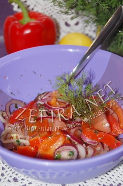Салат из печеного болгарского перца с помидорами и луком - рецепт и фото
