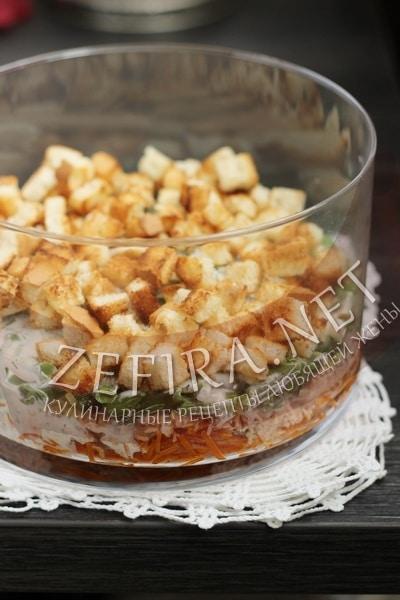 Салат из рыбы с морковью и сухариками - рецепт и фото