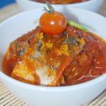 Скумбрия, тушеная на сковороде в томатно-апельсиновом соусе