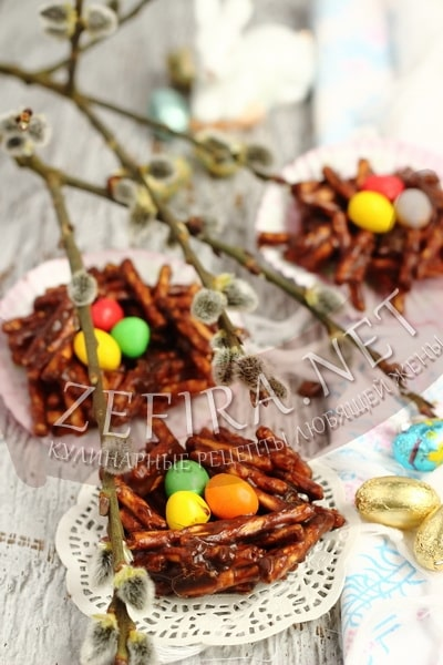 Сладкие шоколадные гнезда из соломки на Пасху - рецепт и фото