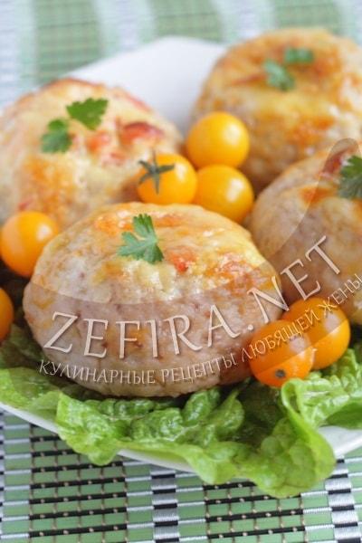 Куриные котлеты в духовке с помидорами и сыром - рецепт и фото