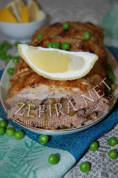 Мясной хлеб из фарша с зеленым горошком и грибами - рецепт и фото