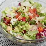 Овощной салат с замороженными или консервированными мидиями