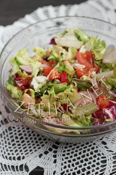 Овощной салат с замороженными или консервированными мидиями - рецепт и фото