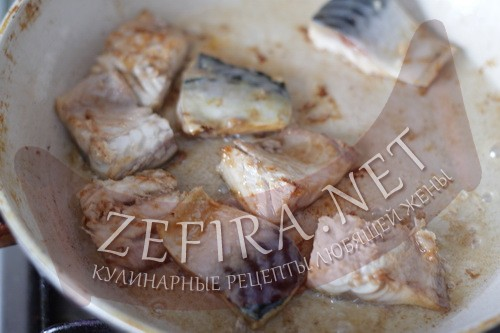 Скумбрия, жареная на сковороде - шаг 4