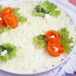 Слоеный салат из говядины и грибов