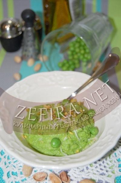 Мягкий соус из зеленого горошка с фисташками - рецепт и фото
