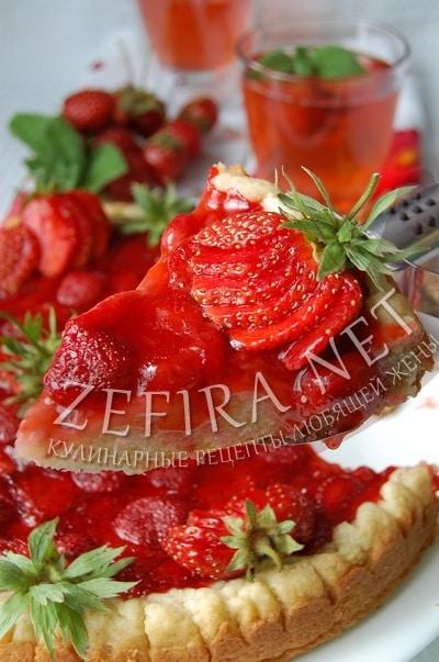 Открытый пирог с клубникой - рецепт и фото