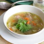 Суп гороховый с мясом и любистоком