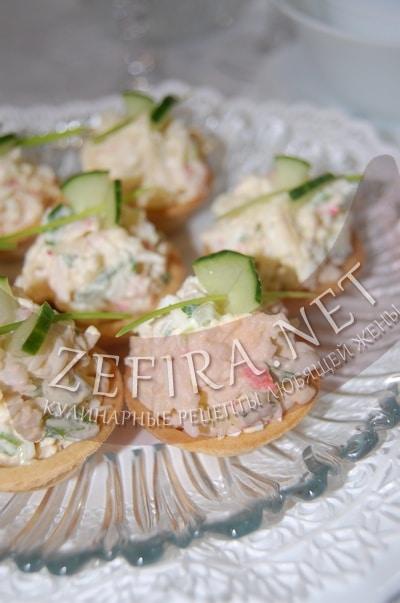 Крабовый салат с огурцом - рецепт и фото