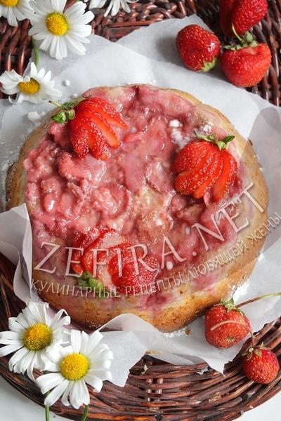 Простой пирог с клубникой - рецепт и фото