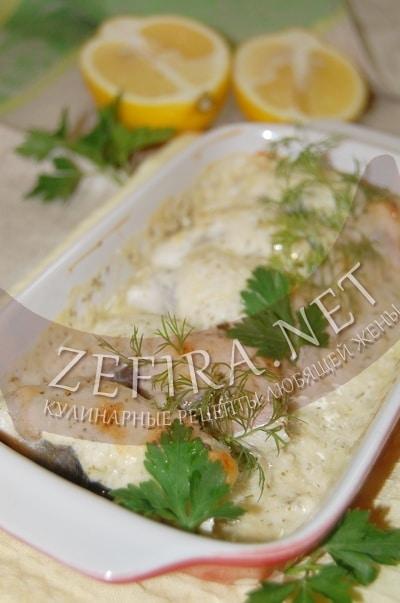Рулетики из салаки с сыром и сметаной, запеченные в духовке - рецепт и фото