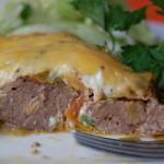 Свиная печень в духовке с овощами и сыром