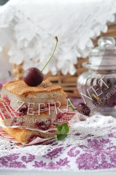 Бисквитный пирог с вишней - рецепт и фото