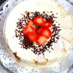 Бисквитный торт с клубникой и желе