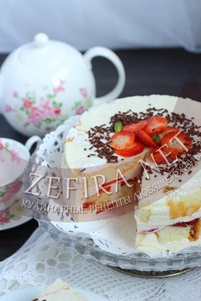 Бисквитный торт с клубникой и желе - рецепт и фото