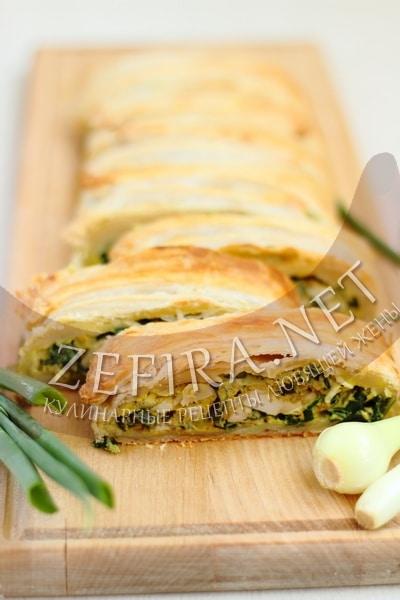 Быстрый слоеный пирог с луком и яйцом - рецепт и фото