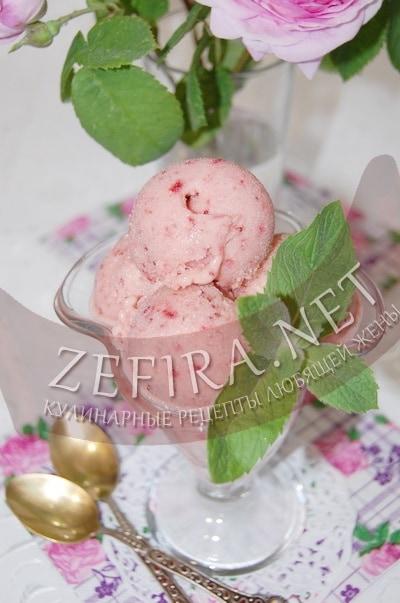 Ягодное мороженое в домашних условиях  - рецепт и фото