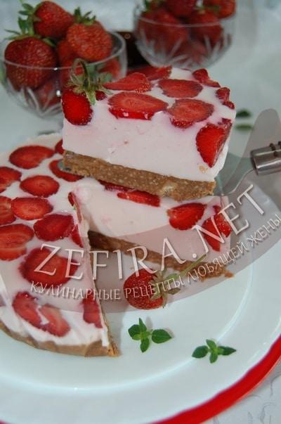 Клубничный торт без выпечки - рецепт и фото
