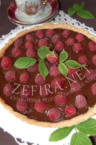 Песочный пирог с малиной и шоколадным кремом  - рецепт и фото