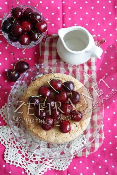 Простой пирог с черешней - рецепт и фото