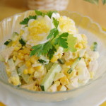 Салат из куриной грудки с кукурузой и огурцом