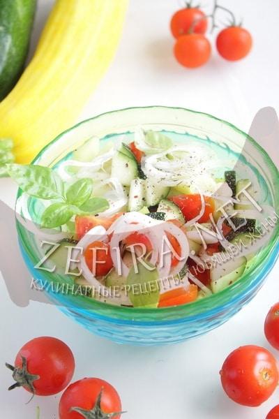 Салат из свежих кабачков с помидорами - рецепт и фото