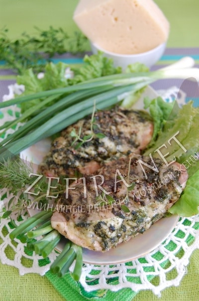 Свинина со шпинатом и сыром в духовке - рецепт и фото