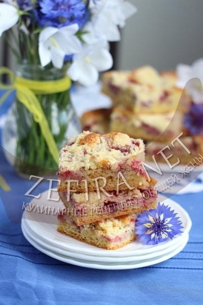 Вкусный воздушный пирог с клубникой - рецепт и фото