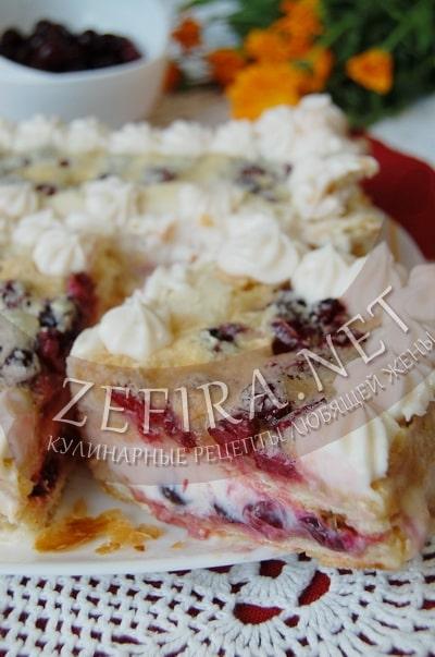 Пирог с вишней из слоеного теста - рецепт и фото