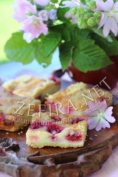 Насыпной пирог с творогом и малиной - рецепт и фото