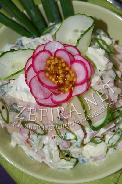 Салат из редиса и огурцов с яйцом и курицей - рецепт и фото