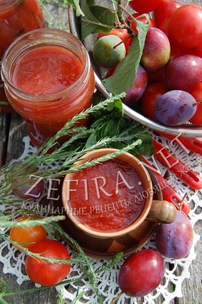 Домашний кетчуп из помидор со сливой - рецепт и фото