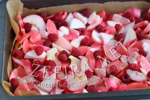 Сочный пирог с яблоками и малинойoj - пошаговая инструкция шаг4