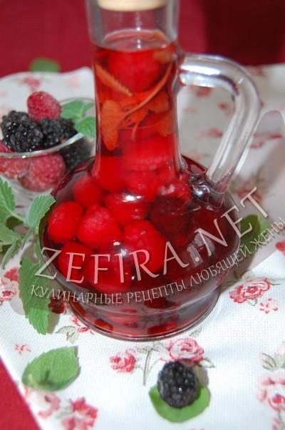 Рецепт ароматного ягодного уксуса с фото