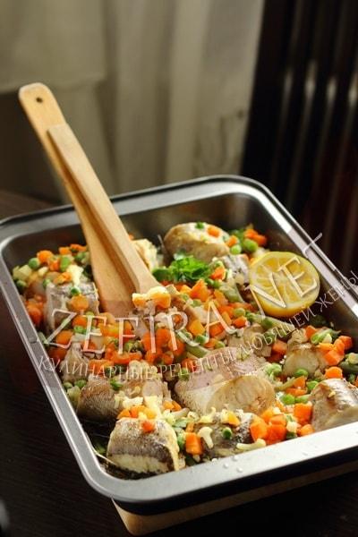 Хек, запеченный с овощами - рецепт и фото